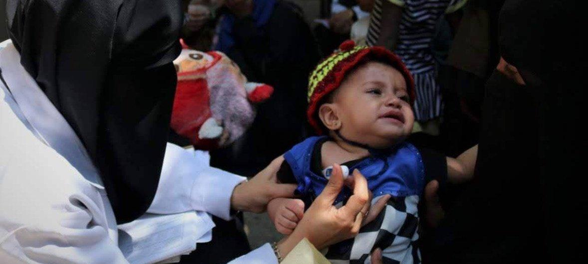مركز رعاية الأسرة الصحي في مدينة إب يقدم المساعدة للأطفال والأمهات.