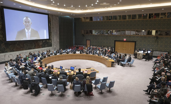 A wide view of the Security Council meeting as UN Special Coordinator Nickolay Mladenov (on screen) briefs the on the situation in the Middle East.