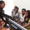 Des jeunes participent à une formation en informatique à Kigali, au Rwanda.