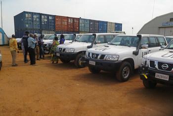 En RDC, la MONUSCO appuie la riposte au virus Ebola sur le plan logistique. La Mission de maintien de la paix de l'ONU a par exemple remis à l'OMS 10 véhicules tout-terrain