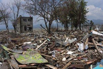 La destrucción que dejó un tsunami en septiembre de 2018 en la playa Taman Ria, en Palu, Sulawesi, Indonesia.