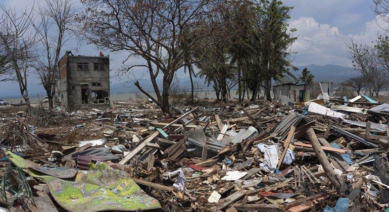 ООН помогает жителям разрушенного землетрясением и цунами Сулавеси