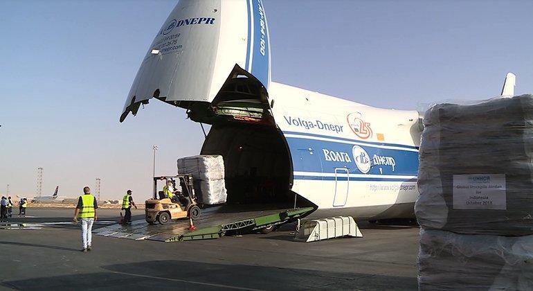 ACNUR ha entregado un cargamento con 1400 tiendas en Indonesia para poder albergar a los supervivientes del terremoto y el tsunami en Sulawesi