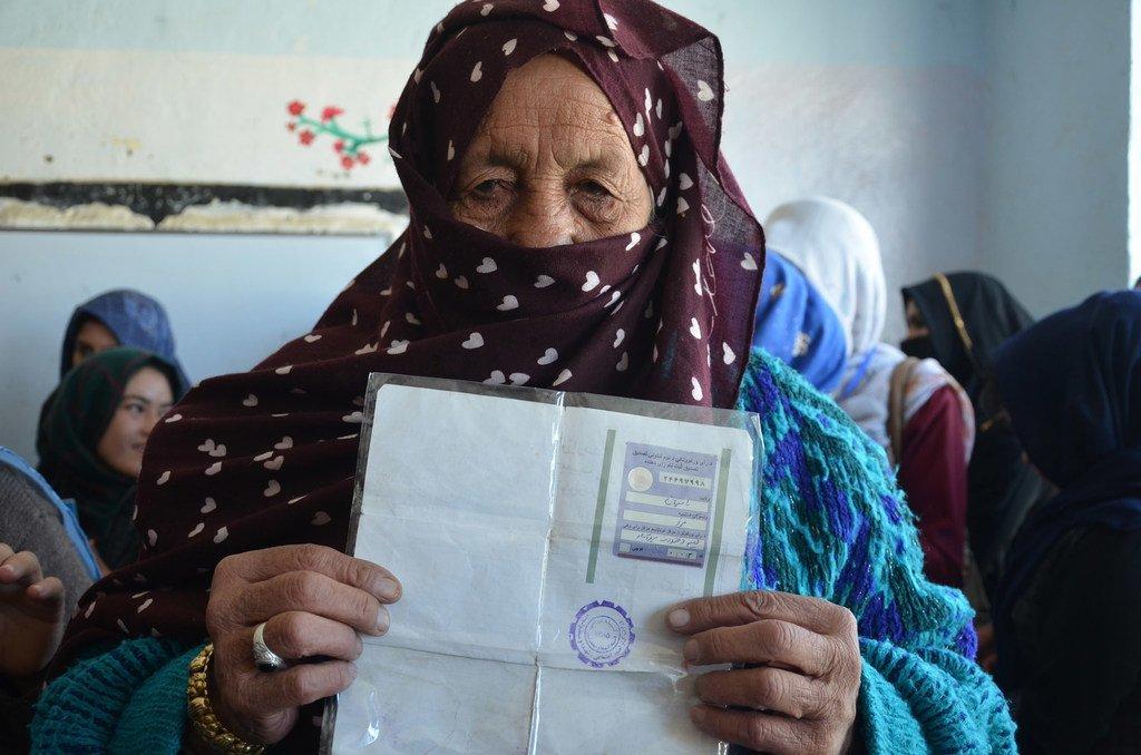 A un bureau de vote à Bamyan, en Afghanistan, le 20 octobre 2018, lors des élections législatives.