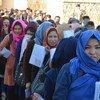 Афганские женщины ждут своей очереди, чтобы проголосовать. Несмотря на  небезопасную обстановку, афганцы пришли на избирательные участки. 20 октября 2018 г.