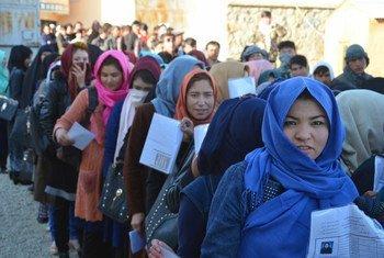 Des électrices attendant de voter à Bamyan, en Afghanistan, lors des élections législatives du 20 octobre 2018.