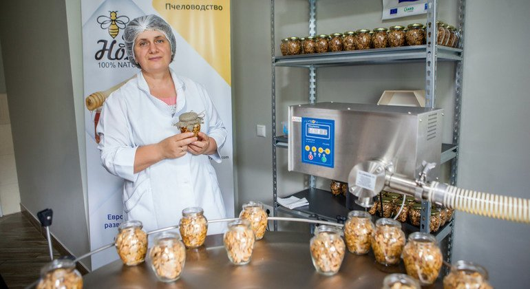 Почему молдавская семья променяла жизнь за границей на пчел?
