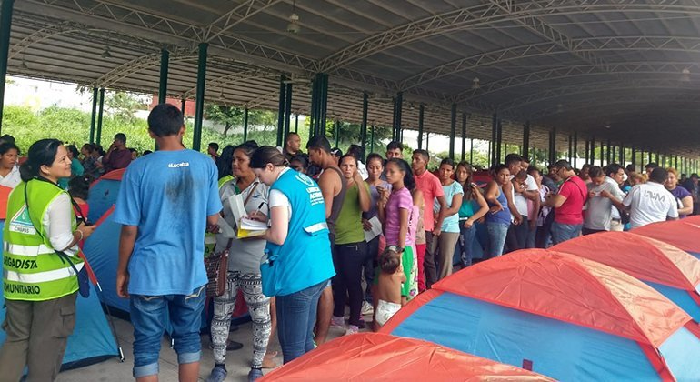 Solicitantes de asilo forman un grupo de limpieza en Tapachula