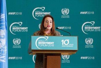 ماريا فرناندا إسبينوزا رئيسة الدورة الثالثة والسبعين للجمعية العامة للأمم المتحدة خلال مخاطبتها الجلسة الافتتاحية لمنتدى الاستثمار العالمي 2018 بمقر الأمم المتحدة في جنيف.