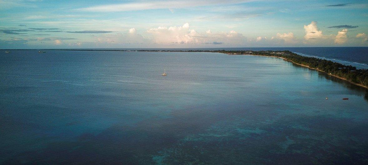 位于南太平洋群岛图瓦卢的低洼富纳富提岛非常容易受到气候变化带来的影响 ,导致海平面上升。