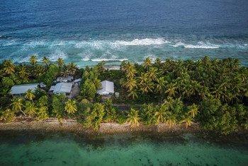 Visiwa vya Tuvalu viko katika hatari ya kuongezeka kwa kina cha maji ya bahari kutokana na mabadiliko ya tabia nchi.