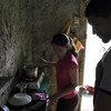Nancy y Wender llegaron a Tumbes, en el norte de Perú hace meses con su hijo de seis años, y una maleta de ropa y mantas.