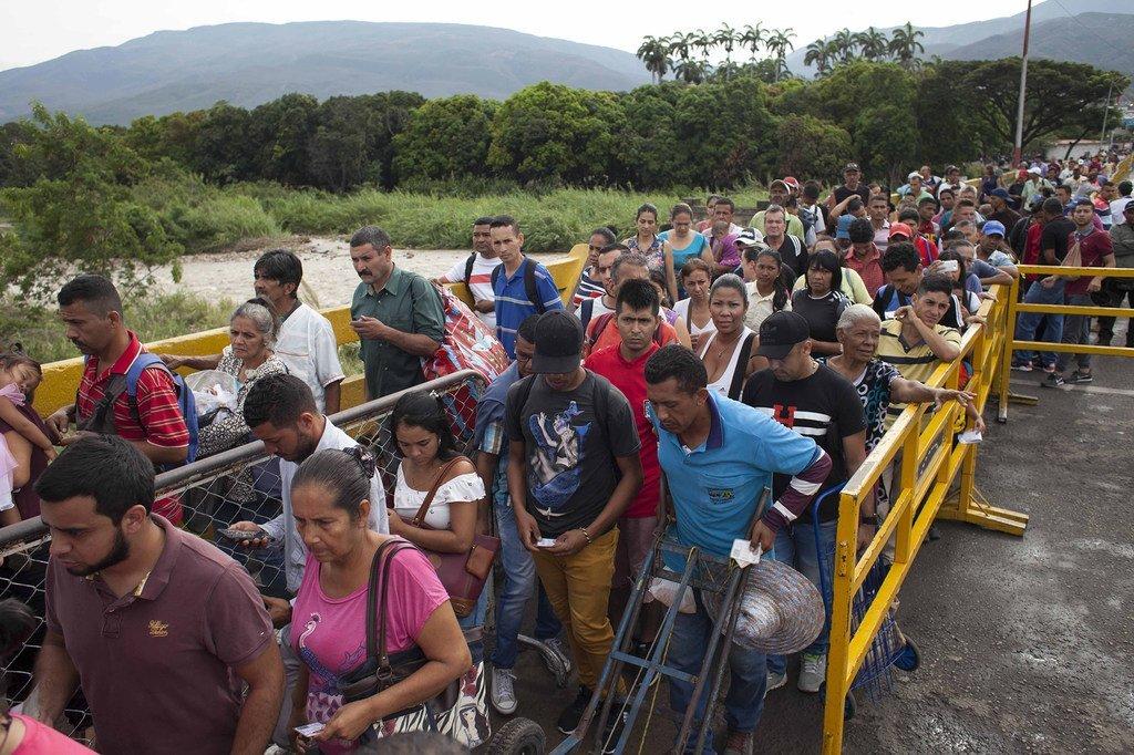 据估计,每天有大约5000名委内瑞拉人通过西蒙玻利瓦尔国际大桥等正式过境点进入哥伦比亚。(图片摄于2019年2月)