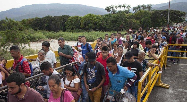 Основная нагрузка пришлась на Колумбию, где уже нашли приют более миллиона венесуэльцев.