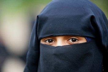 Niqab au Baibui ni vazi la kiislamu linalovaliwa na wanawake  na linafunika mwili mzima, na kuacha sehemu ndogo tu ya macho.Yemen, 2007