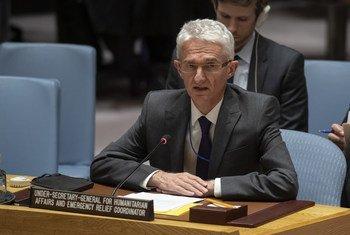 مارك لوكوك، وكيل الأمين العام للشؤون الإنسانية ومنسق الإغاثة في حالات الطوارئ يتحدث أمام مجلس الأمن الدولي.