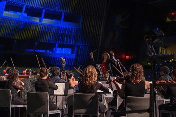 «Оркестр беженцев» под управлением Лидии Янковской выступает в зале Генеральной Ассамблеи в День ООН