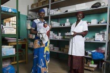 Kadia, de 4 días de edad, nació con una infección que a menudo es mortal para los recién nacidos Sin los antibióticos administrados después del nacimiento, en el Centro de Salud de Referencia de Bougouni, en Mali, podría haber muerto.