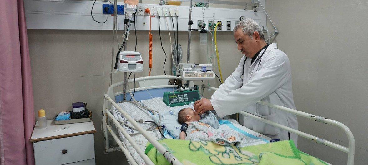 من الأرشيف - وحدة العناية المركزة في مشفى الرنتيسي بغزة