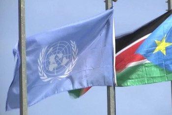 Флаг Судана в штаб-квартире ООН в Нью-Йорке.