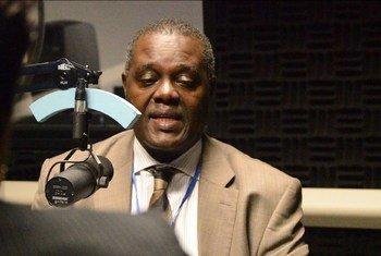 Mtaalam huru wa haki za binadamu Somalia,Bahame Tom Nyanduga akihojiwa na UN News katika makao makuu ya UN New York.