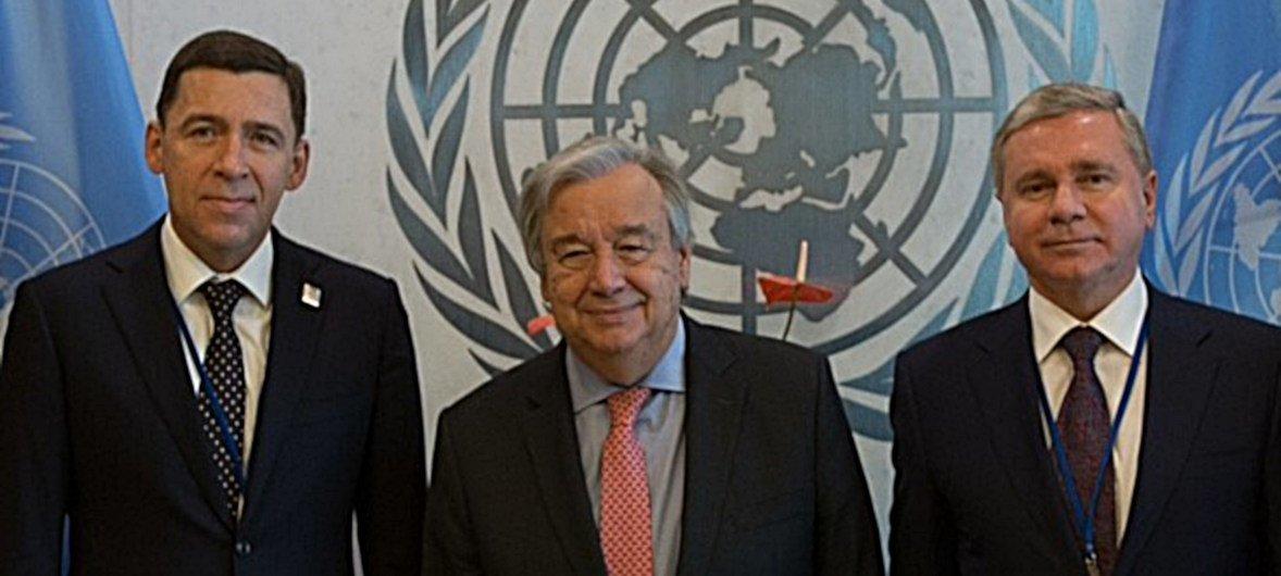 Евгений Куйвашев, губернатор Свердловской области (слева), и Сергей Черемин, министр внешних связей правительства Москвы (справа), на встерече с Генсеком ООН Антониу Гутерришем
