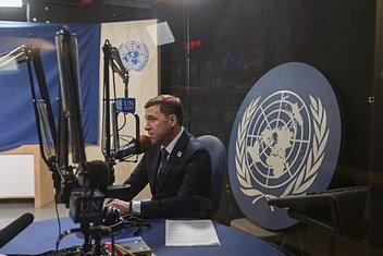 Евгений Куйвашев в студии Службы новостей ООН