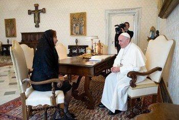 Presidente da Assembleia Geral, María Fernanda Espinosa, no encontro com o papa Francisco no Vaticano.