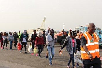 Hii ni mwaka uliopita, 2017, wahamiaji wa Nigeria waliokuwa wamekwama nchini Libya, walipotua Lagos Nigeria kwa msaada wa IOM.