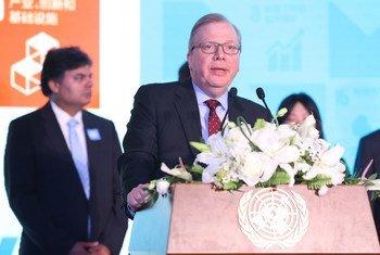 联合国驻华协调员、联合国开发计划署驻华代表罗世礼(Nicholas Rosellini)在2018联合国日庆祝活动上致辞。