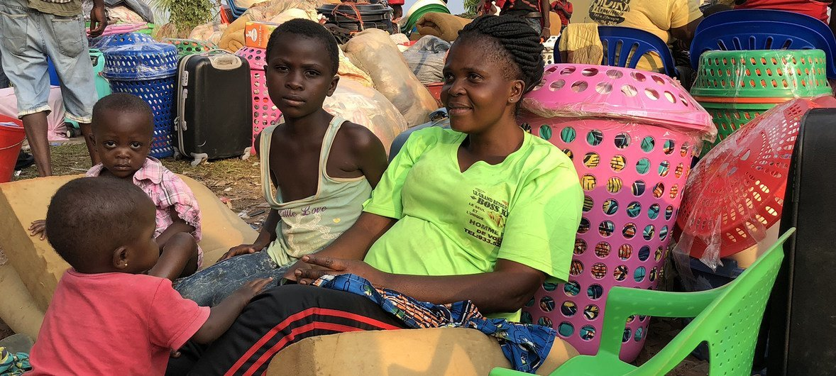 Nadine and her children, Congelese nationals expelled from Angola, rest on their luggage in Kamako, near the border between Angola and the Democratic Republic of the Congo. Nadine needs money to pay for onward transport but, like thousands of families, she is stuck in Kamako.  11 October 2018.