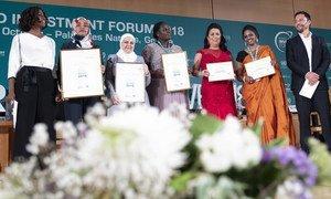 صورة جماعية للفائزات خلال حفل توزيع جوائز الأونكتاد لسيدات الأعمال  خلال منتدى الاستثمار العالمي 2018.