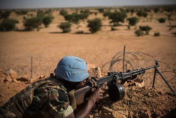 The Guinean contingent of MINUSMA is composed of 850 soldiers, including 16 women, and is based in Kidal in the extreme north of Mali. Seen here, a Guinean UN peacekeeper takes up position in the town of Kidal.