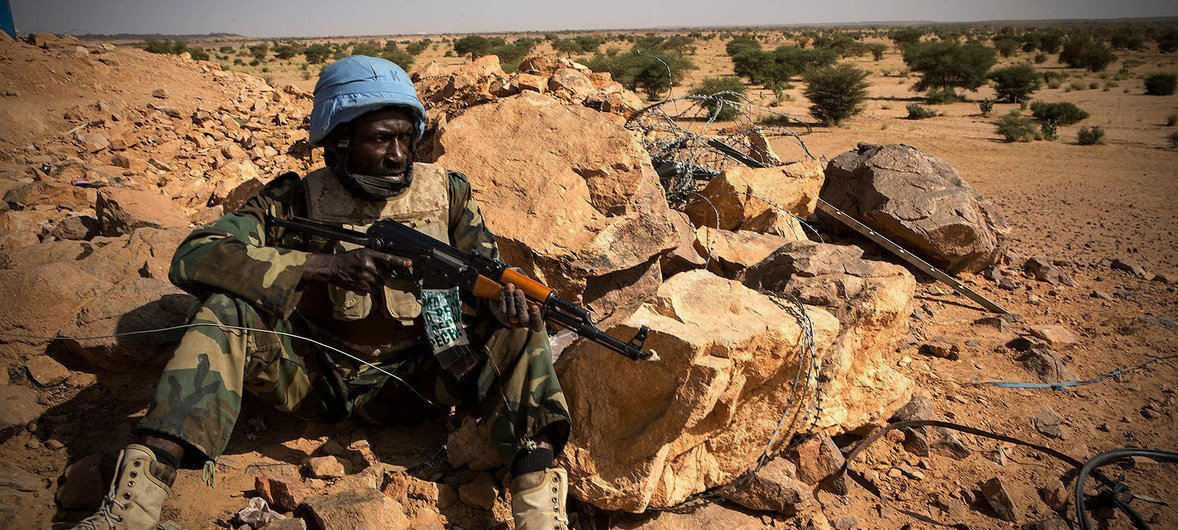 A peacekeeper from Guinea serving with the UN peacekeeping mission in Mali, MINUSMA, takes up position in the town of Kidal in the north of the country. (October 2018)