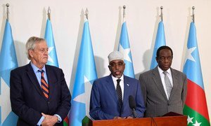 Sharif Hassan Sheikh Adan (center), the President of South West State of Somalia addresses journalists during a joint press conference in Baidoa.  He is flanked by Nicholas Haysom (left), the UN Secretary-General's Special Representative for Somalia, and Ambassador Francisco Madeira (right), the Special Representative of the Chairperson of the African Union Commission (SRCC) for Somalia.  31 October 2018.