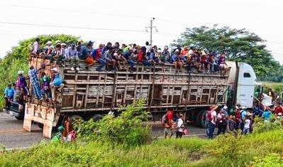 Msafara wa wahamiaji wa Amerika ya kati ukipita Chiapas Mexico (2018)