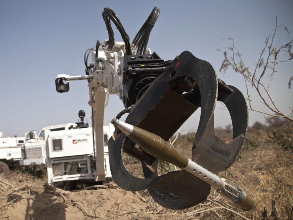 Des robots démineurs ont été déployés dans de nombreux de pays, mais la réglementation des armes autonomes qui utilisent l'intelligence artificielle suscite de plus en plus d'inquiétude.