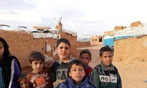 Children in Syria's Rukban camp (November 2018).