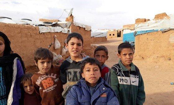 أطفال سوريون في مخيم الركبان في جنوب شرق سوريا.