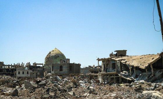В иракском городе Мосул боевики ИГИЛ убили сотни гражданских лиц и разрушили большую часть объектов инфраструктуры