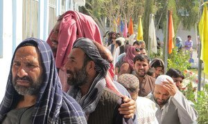 Hundreds of voters in line outside the Sayed Jamaludin Afghan polling center in Ayno Mena, Kandahar for the Afghanistan parliametary elections.  27 October 2018.