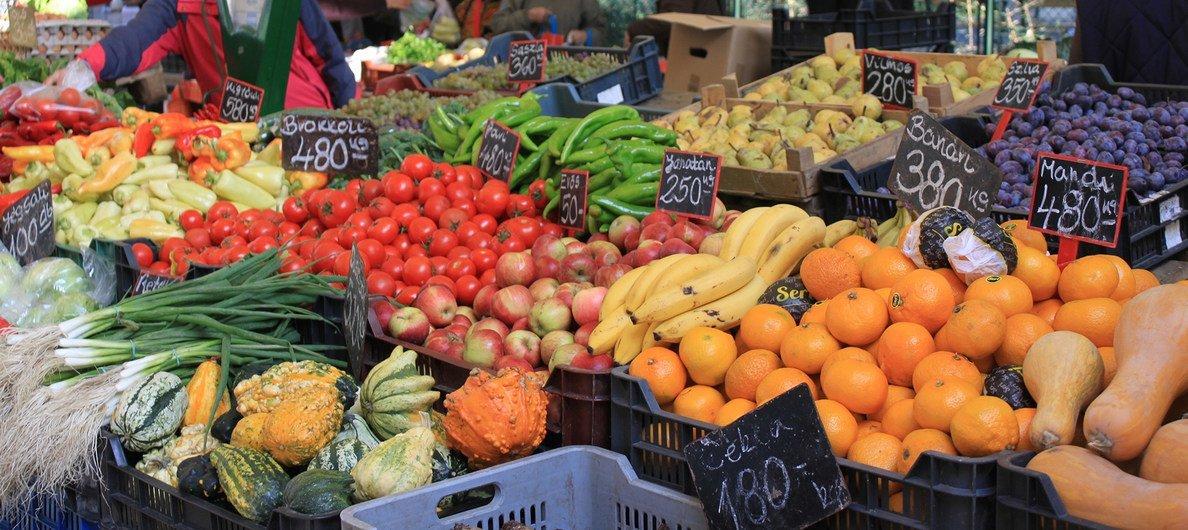 Frutas e vegetais são essenciais desde a introdução alimentar.