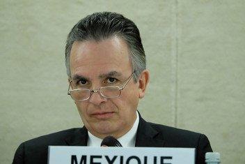 墨西哥大使米格尔·鲁伊斯·卡巴纳斯(Ambassador Miguel Ruiz Cabanas)在普遍定期审议会上发言。