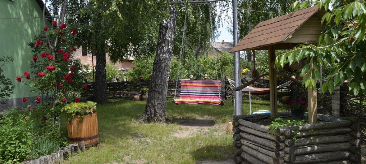 В одном из таких уютных садов туристы могут отдохнуть и отведать вкусной еды