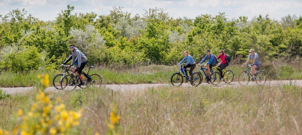 Велосипедный маршрут вдоль реки Молочной привлекает туристов всех возрастов