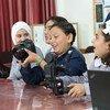 Ученицы одной из школ Ближневосточного агентсва помощи палестинским беженцам (БАПОР) в Газе.