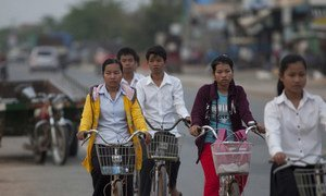 Des civils dans les rues d'Ang Tasom, au Cambodge (archives)
