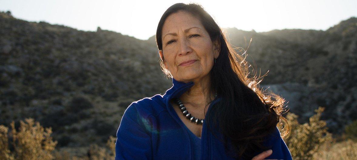 Деб Хааланд, демократ из американского штата Нью-Мексико, одна из первых женщин из числа коренных жителей США, избранных в Конгресс страны