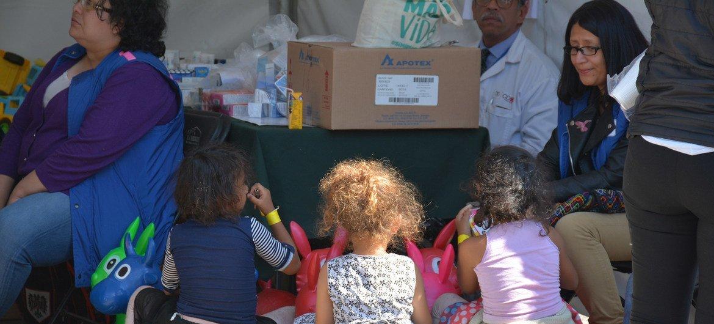 Grupo de crianças migrantes da América Central.