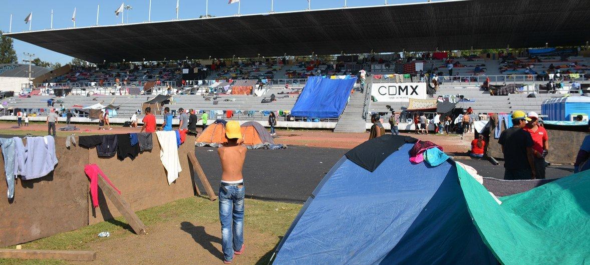 Des migrants de la caravane centraméricaine au stade Jesús Martínez 'Palillo' situé à l'est de la ville de Mexico (6 octobre 2018).